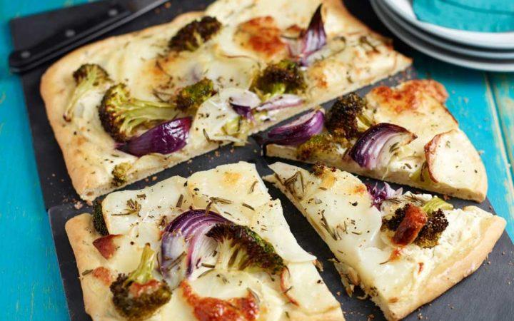 Potato-broccoli-and-rosemary-pizza