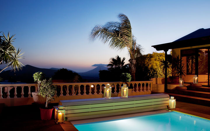 breathing-space-retreats-breathguru-pool-night
