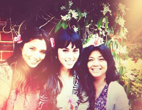 melissa-hemsley-with-her-mum-and-sister-jasmine
