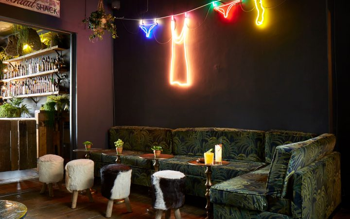 Dining Area of Artist Residence Hotel in Brighton