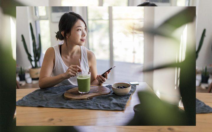 women eating breakfast